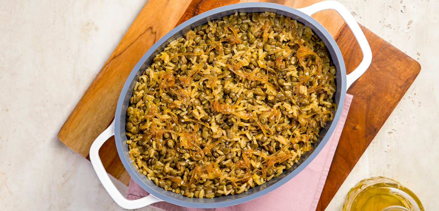 arroz com lentilha e cebola caramelizada para o almoço de dia das mães