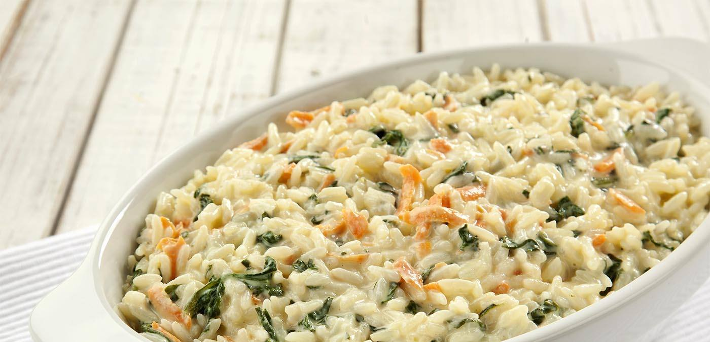 arroz cremoso com espinafre e cenoura para o almoço de dia das mães