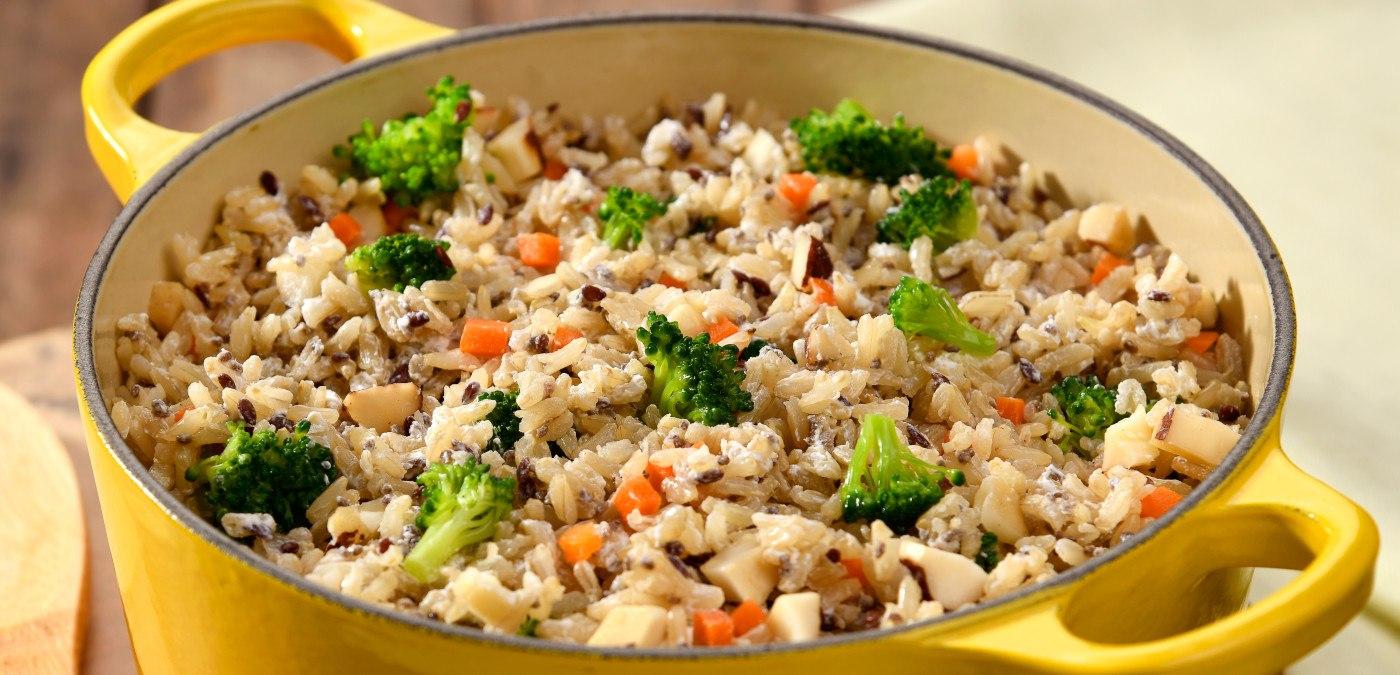 arroz multigrãos com legumes para o almoço de dia das mães