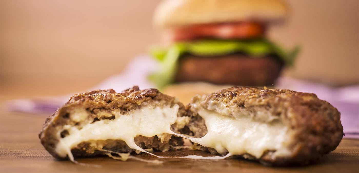 hambueguer recehado com queijo