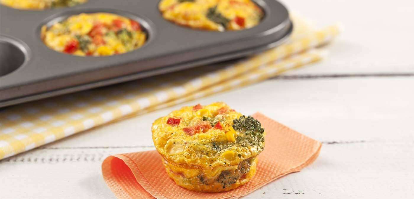 Omelete saborosa com brócolis e milho