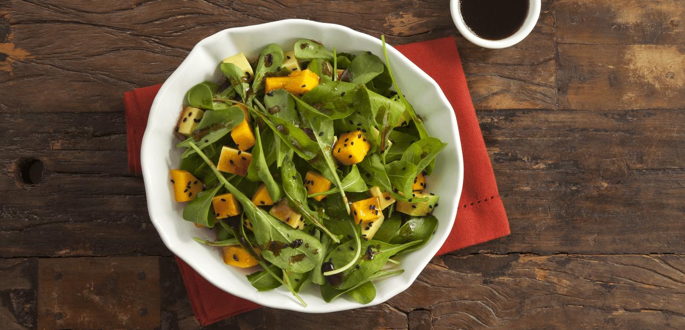 Experimente a Salada de rúcula ao molho shoyu e mel com sódio