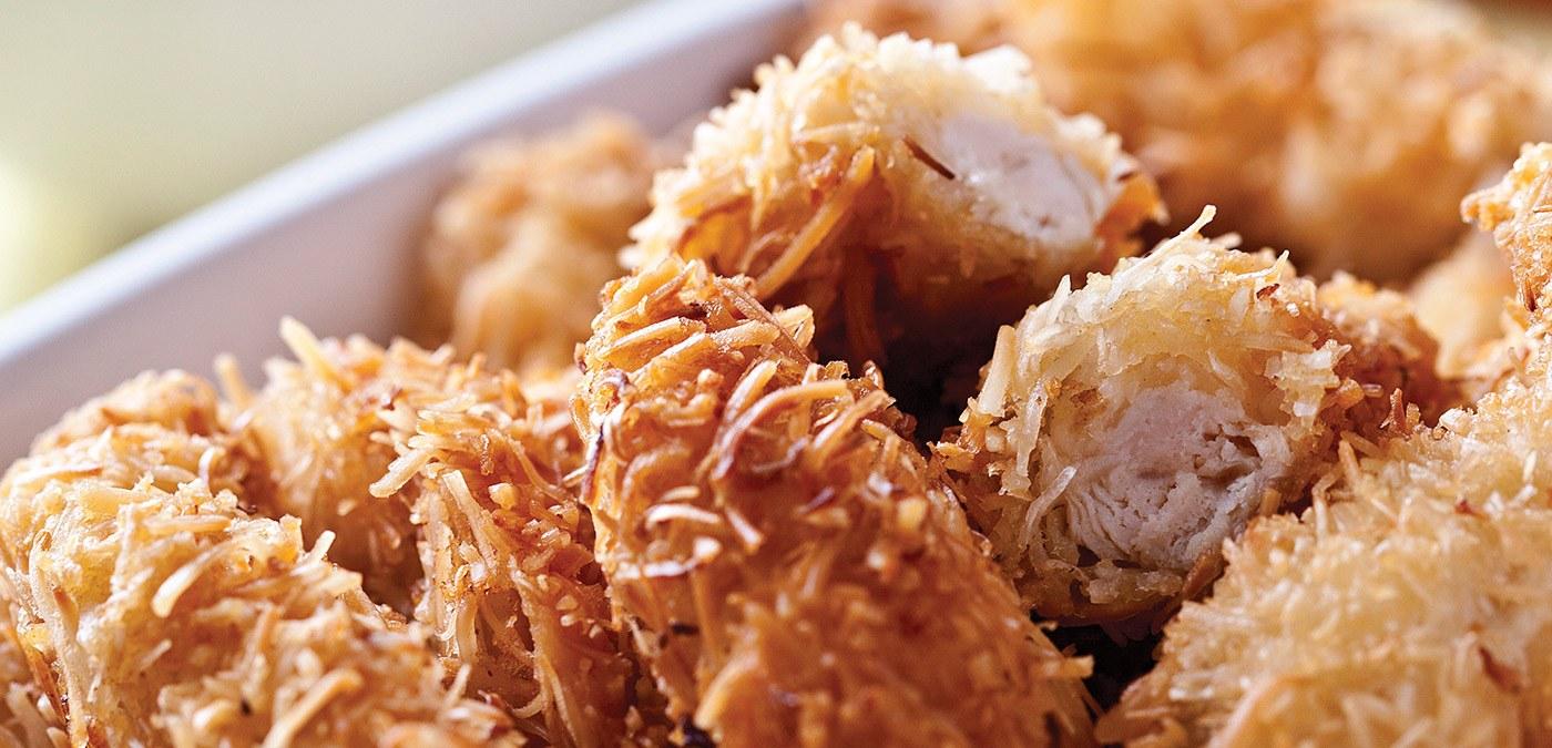 tiras de frango empanado com coco