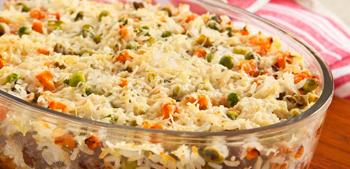 Prato de arroz com almôndegas