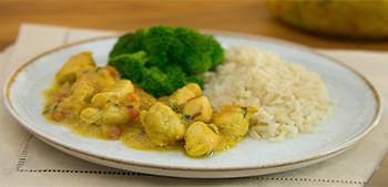 Experimente fazer o Frango ao Curry de Inhame no seu próximo almoço