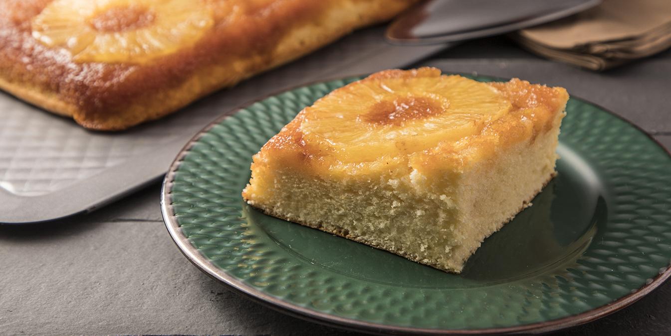 bolo de abacaxi com cereja