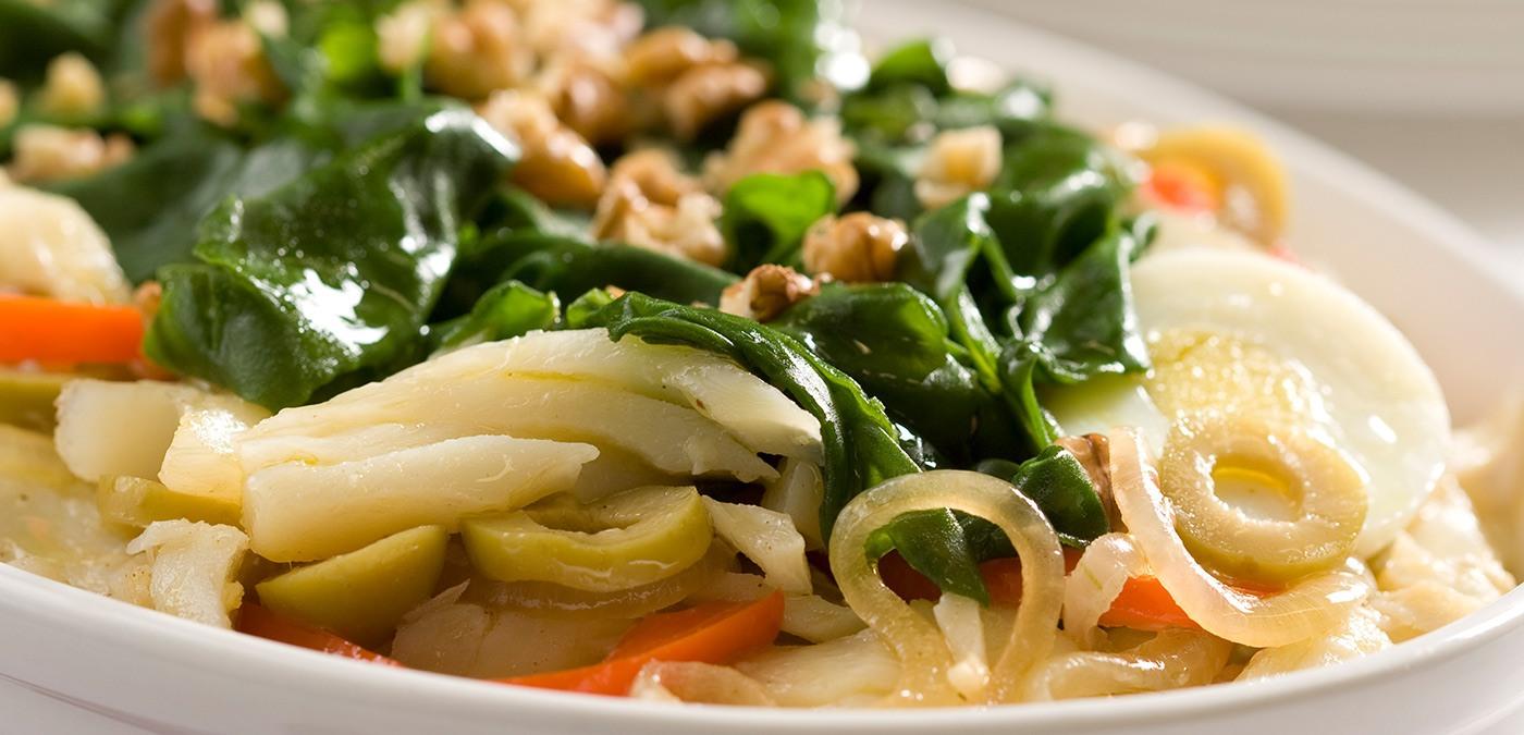 http://www.saboresajinomoto.com.br/receita/lascas-de-bacalhau-com-espinafre-e-nozes-1